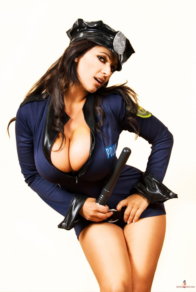 denise-milani-sexy-poliziotta-hot-police-woman-2