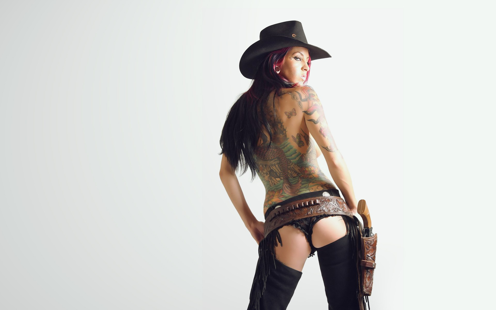 cowgirl-with-gun