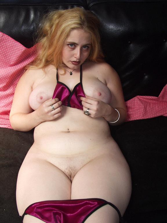 thick-sexy-chubby-bitch-nude