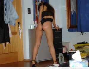 moglie esibizionista casalinga 7