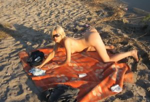 bionda-nudista-italiana