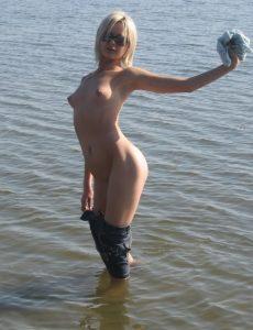 bionda-nudista-italiana 8
