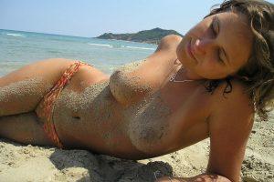 giovane-maiala-spiaggia