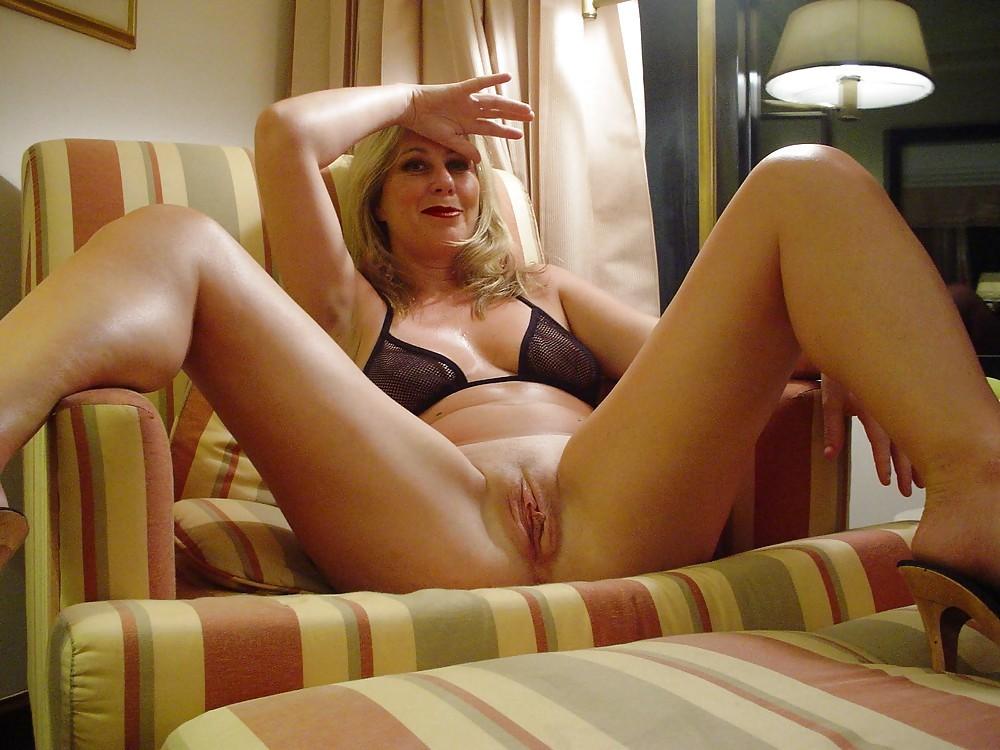 Голые пизды развратных зрелых женщин порно фотосеты смотреть ебут